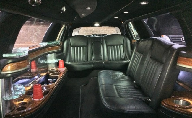 executive town car stretch limo ptl executive. Black Bedroom Furniture Sets. Home Design Ideas
