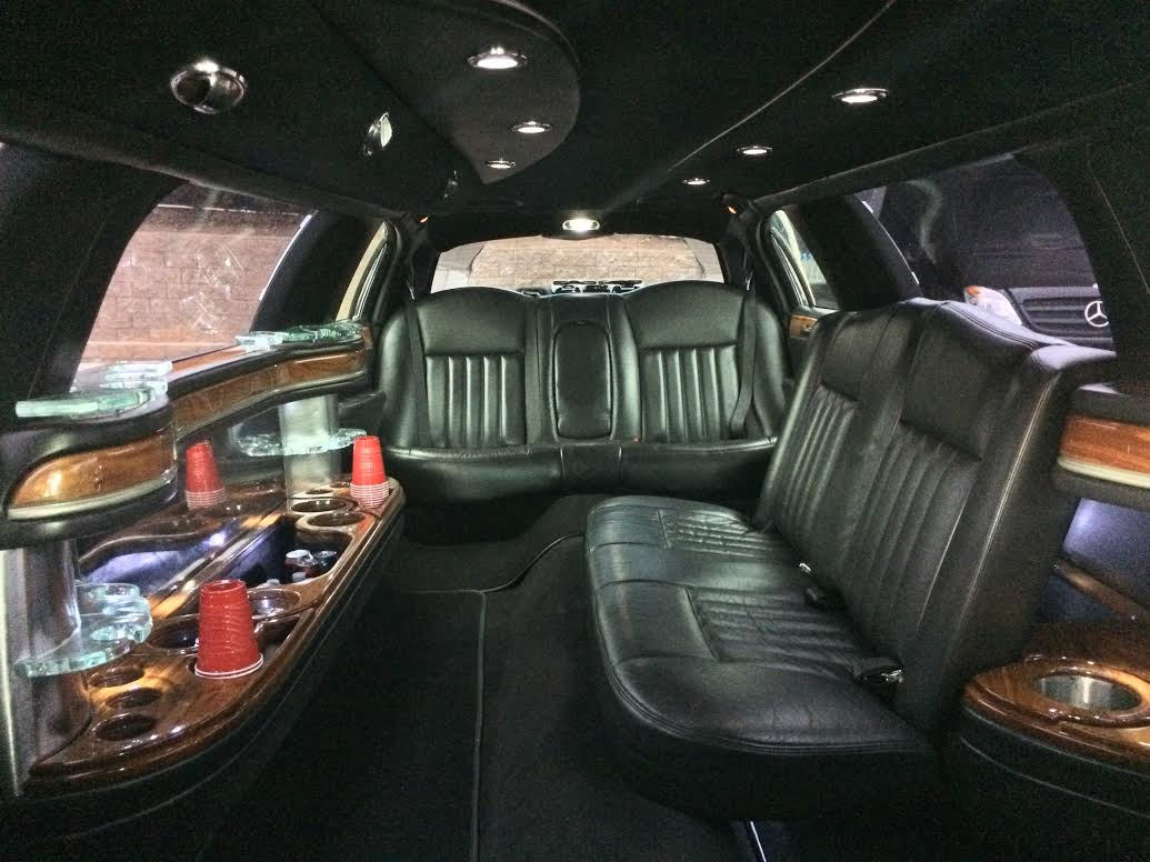 Lincoln Town Car 2016 >> Our Fleet | Perfect Transportation Limousine and Sedans